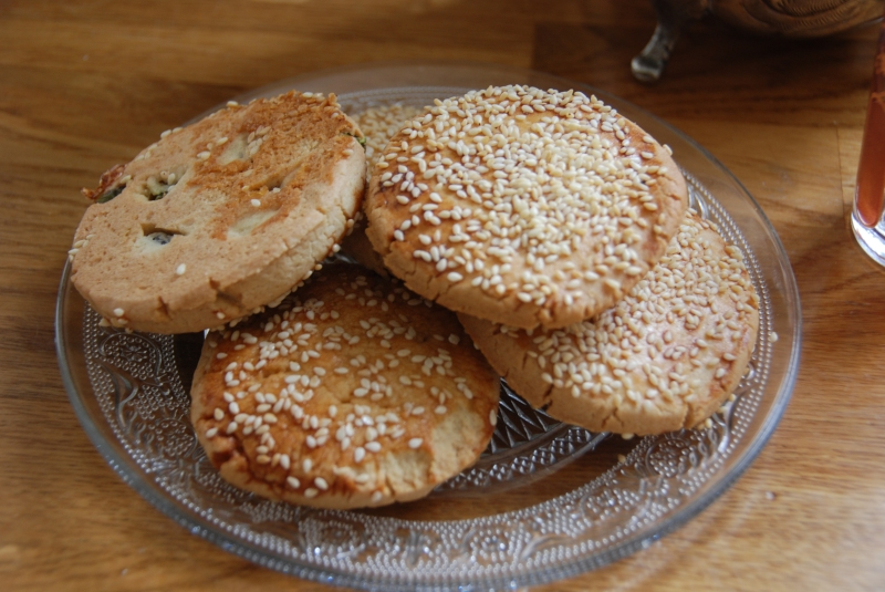 Barazik with mint tea